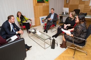 Nederland, Den Haag, 1 december 2017 Overhandiging rapport VN verdrag handicap in Nederland aan Minister Hugo de Jongefoto: Elmer van der Marel